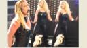 စင္ေပၚမွာ ေဖ်ာ္ေျဖေနစဥ္ ဆံပင္အတု ျပဳတ္က်သြားခဲ့တဲ့ Britney Spears